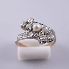 Rose gold Art Nouveau ring with saltwater pearl and 16 diamonds, 0.50 ct in total