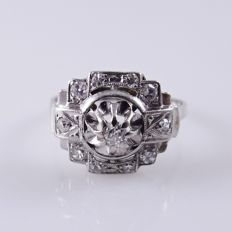 White gold Art Deco ring with 11 diamonds