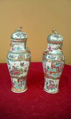 Pair of Chinese enamelled porcelain pots - China - Early 20th century