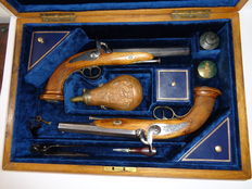Pair of French Officer percussion Pistols, 1832 model in case