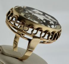 Yellow gold vintage ring inlaid with quartz