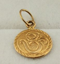 14 kt gold pendant shaped like a coin