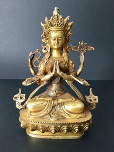 Patinated gilt-bronze depiction of the Chenrezig divinity – Nepal – Late 20th century