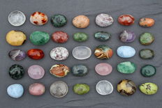 Fine collection of various polished Madagascar minerals - 5 to 7cm - 4,2kg  (35)