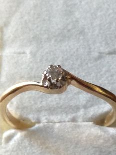 14 kt gold ring with 0.02 ct solitaire diamond