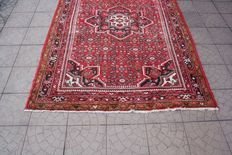 Prestigious & Beautiful Persian Iran hand knotted 160 x 227 cm with certificate of authenticity