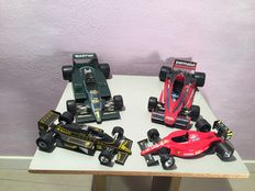 Bburago - Scale 1/14 and 1/24 - 4 pieces of Formula 1 models