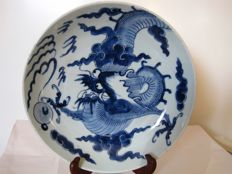 Porcelain plate with dragon - China - approx. 1730 (Yongzheng period)