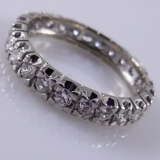White gold 18 kt eternity ring with 25 brilliant cut diamonds, ring size 16.50/52