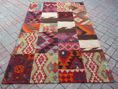 3152 # HIGH QUALITY HAND WOVEN PATCH WORK WOOL KILIM RUG 137 x 206 CM