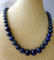 Necklace made of Afghan lapis lazuli