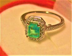 Emerald Diamond entourage Ring, 1.65-ct total **Low reserve**