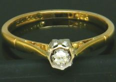 18 K Yellow Gold Diamond Solitaire Ring - With 1 Very Clean Diamond brilliant cut 0.15ct SI2K