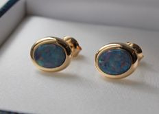 Yellow gold earrings set with opal.