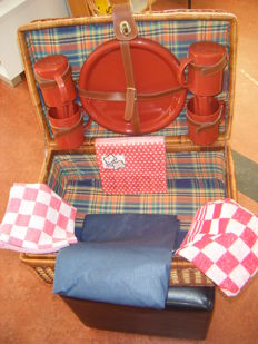 Large reed picnic basket for 4 persons and red checkered towel, kitchen towel, picnic cloth and napkins