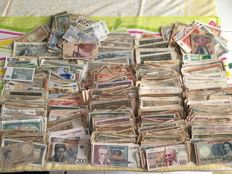 World - more then 2000 banknotes