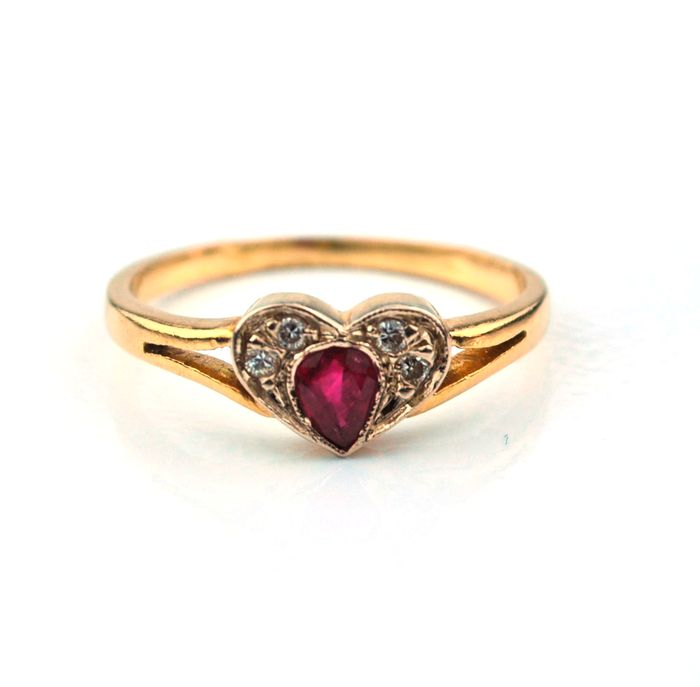 18K/750 Yellow Gold Ring Heart Shaped Ruby & Diamond 0,08 ct  - Size 51 (re-sizable)