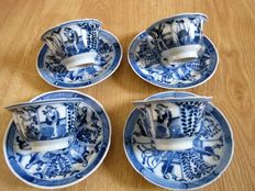 Blue/white Chinese porcelain cups and saucers, decorated with long plants - China - 19th century