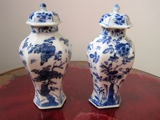 A set of porcelain hexagonal vases - China - 18th century (Kangxi, approx. 1700)