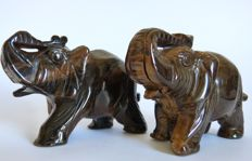 Fine pair of carved and hand-polished Tiger's Eye Elephant figurines - 10 x 7.6cm and 10 x 7.3cm - 758gm  (2)