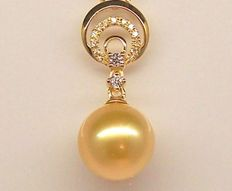 Yellow gold South Sea Pearl pendant 9.5 - 10 mm with 15 brilliant cut diamonds - total of 0.130 ct