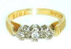 18 K Yellow gold vintage diamond trilogy ring, with 3 diamond's brilliant cut 0.45ct VS2K