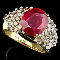Estate 14KT heavy gold ring set with african ruby, 6.73ct and 30 brown diamonds