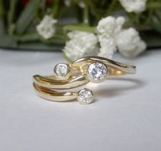 14 kt gold ring with brilliant cut diamond, inner size 17.2 mm.