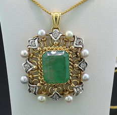 Emerald, cultivated Akoya pearl, brilliant pendant 7.64ct in total, 750/18kt yellow gold