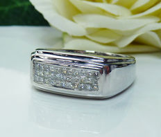 14 kt white gold men's ring with 0.66 ct princess cut diamonds G/H
