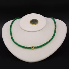 Certified necklace with emeralds and 18 kt (750) yellow gold clasp