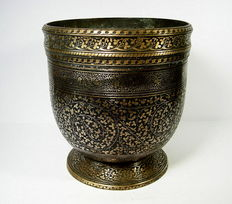 Bronze vessel - Kashmir - 19th  century.