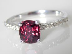 Ring with ruby, 2.04 ct and diamonds of 0.230 ct, DSEF certificate