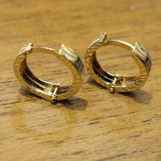 Creole earrings, in 18 kt white and yellow gold, hand made in lateral and flat reed.