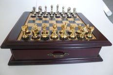 Chess Set '' Noble Design Gold & Silver color ''