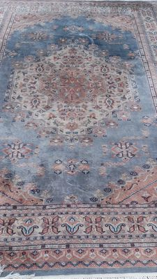 Beautiful hand-knotted Pakistani carpet, 188 x 270, Please note: No reserve price