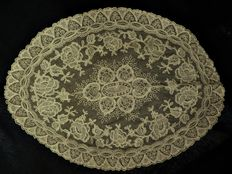 A spanish bobbin lace doily - Hand made, Spain, late 19th century