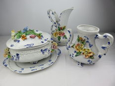 Capodimonte - set consisting of a porcelain vase, water jug, soup tureen, ladle and dish with a floral motif.