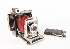 Graflex Century Graphic with original 6 x 9 ' screen viewer ' and the 120 Graflex roll film back