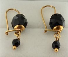 Gold earrings 14 kt with onyx