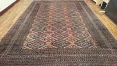 Magnificent XL Bukhara carpet from Pakistan, finely knotted by hand – 292 x 219 cm – Bidding starts at €1!