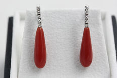 18 kt white gold earrings with diamonds, and red coral.