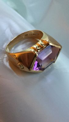 Ring in 18 kt yellow gold with amethyst – Internal measurement: 20 mm