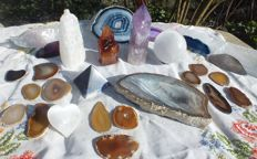 Interesting collection of Agate, Amethyst, Carnelian and Selenite - 50 to 180mm - 3286gm  (26)