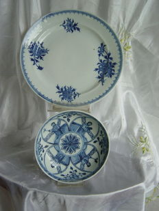 Two export porcelain plates - China - 18th and 19th century.