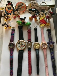 Disney, Walt - 16 articles - 6 wristwatch + 6 figurines + 2 pins + Key chains + moving eyes - Mickey Mouse (1970, 1990)