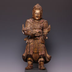 Nice and rare gilded wooden sculpture of a temple guard - China - 17th century. (Ming period)