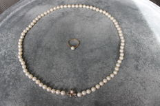 Set of salt water pearl necklace with ring.