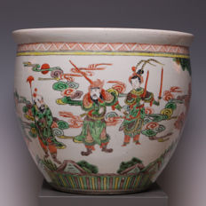 Beautiful Famille Verte porcelain fish bowl - decor of warriors - China - approx. 1900