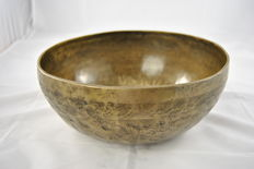 Handmade singing bowl with a drawing, including mallet - Nepal - late 20th century